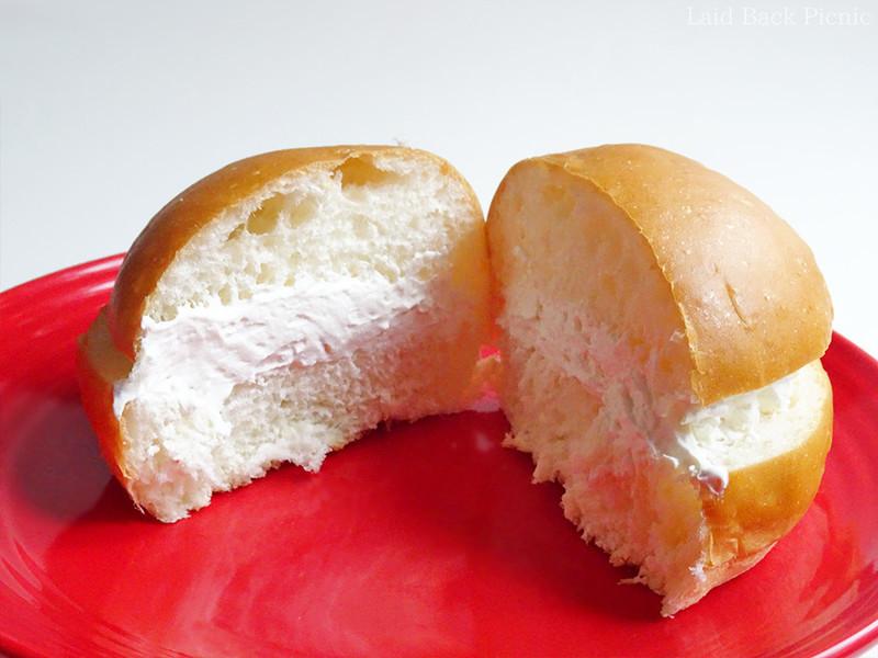 ふわふわパンに、なめらかなクリーム