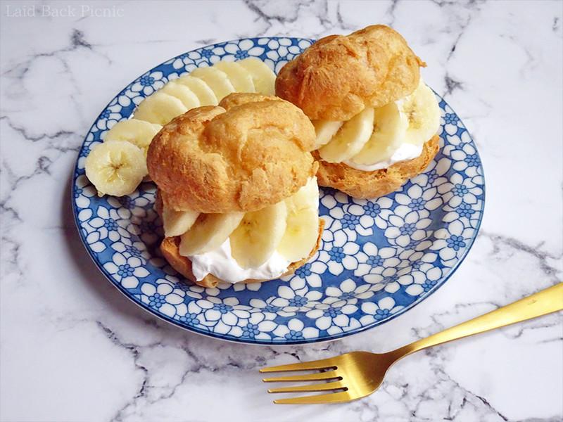 ホイップクリーム+切ったバナナをたっぷりサンドしたシュークリーム