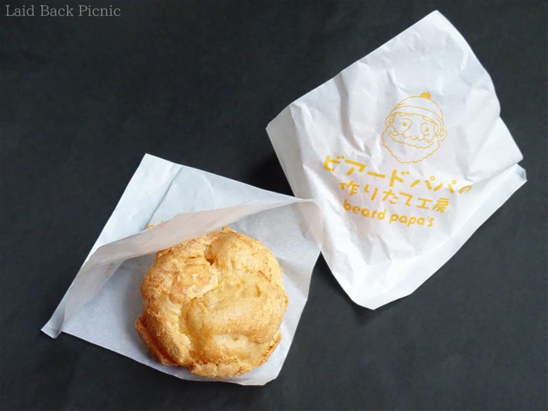 ビアードパパのロゴ入りの紙製シュークリーム袋