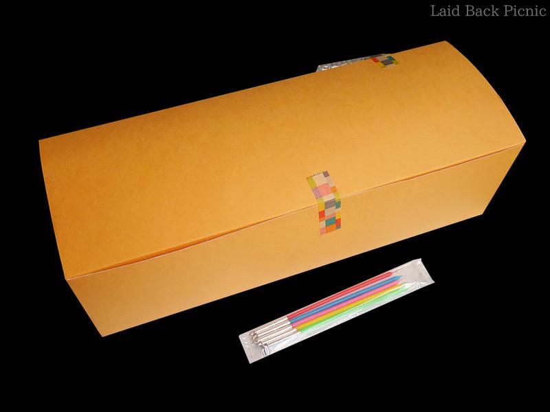 横長・無地オレンジ色の箱