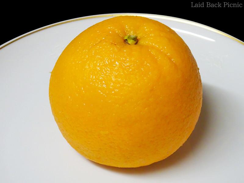 カット前はオレンジそのもの
