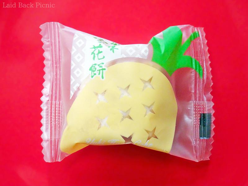 半透明の袋にパイナップルのイラスト入り