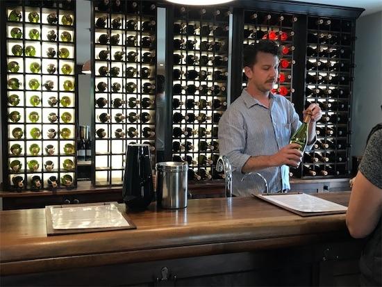 ワインのテイスティングカウンター