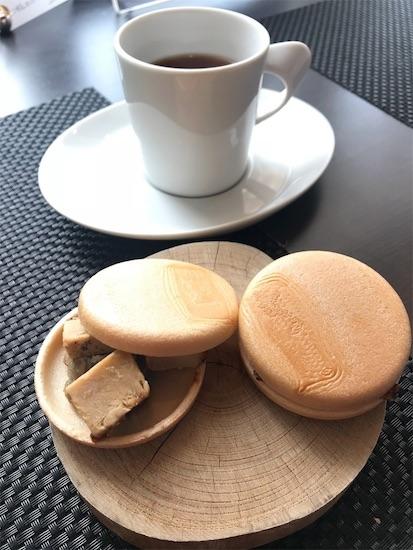 モナカきなこアイスと紅茶
