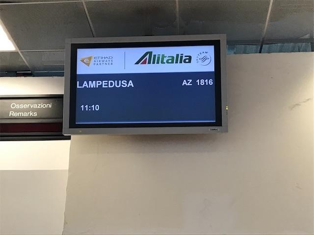 アリタリア航空のランペドゥーザ行きの表示