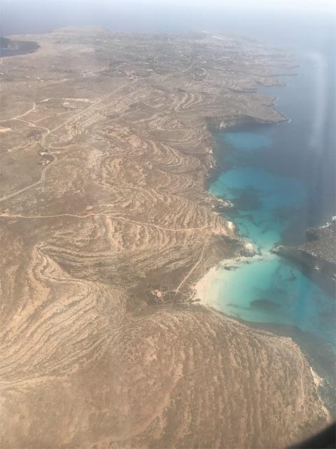 プロペラ機から見たランペドゥーザ島の南側