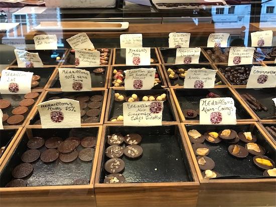 ローランジェルボーの店内に並んだチョコレート