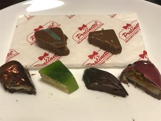 プラリネットのチョコレート7種の断面