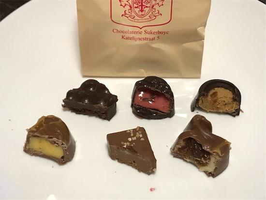 スークルブックのチョコ6種の断面