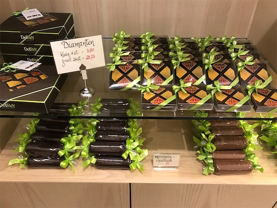 デル・レイの店内に並ぶチョコレート