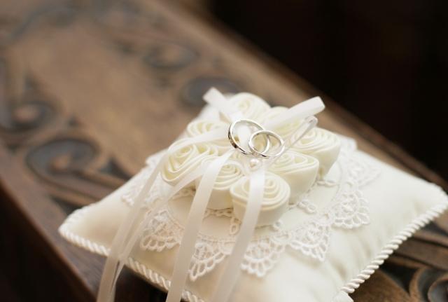 リングピローと結婚指輪