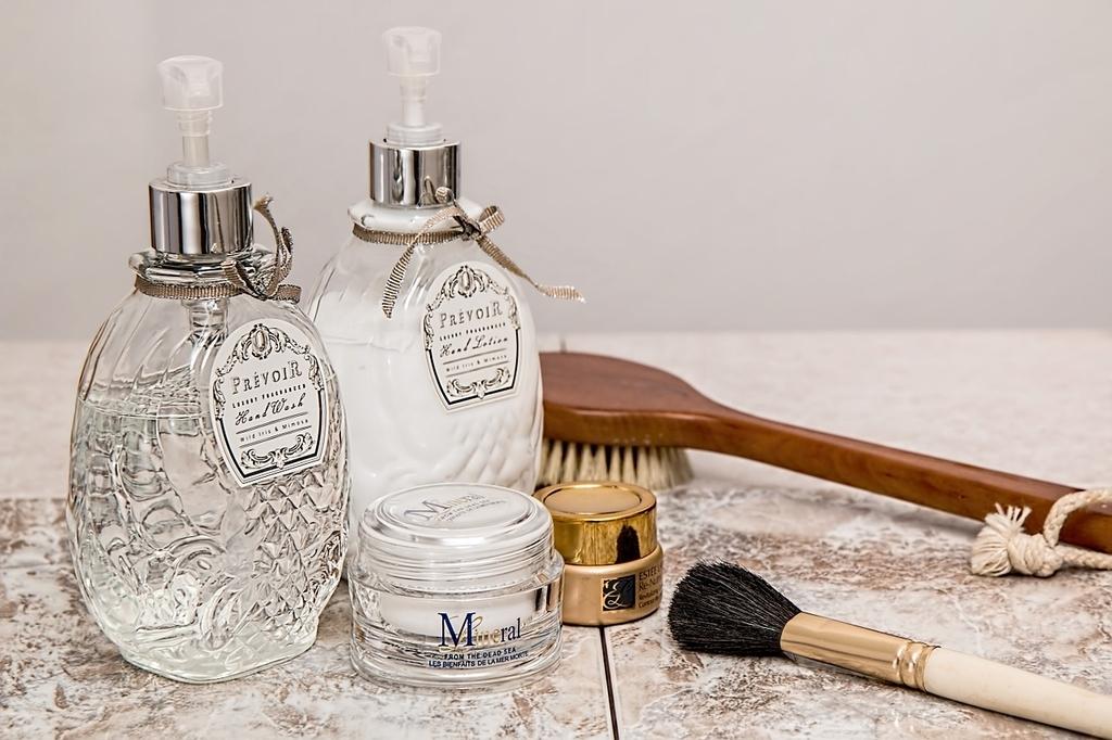 化粧水と乳液をメイクセット