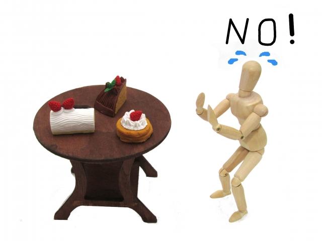 絶食する人の模型