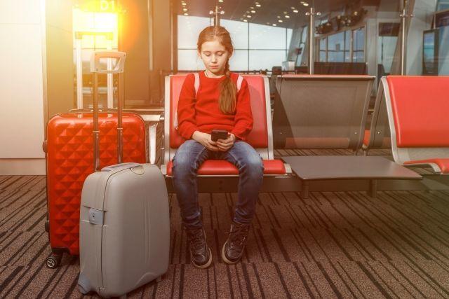 一人で旅に出る少女