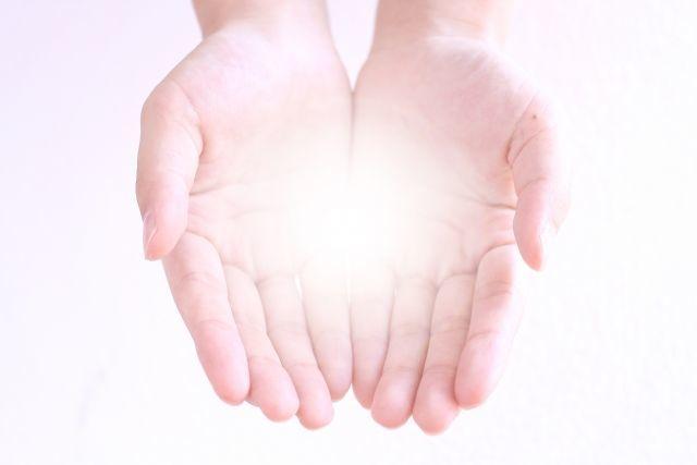 手のひらにのっている光