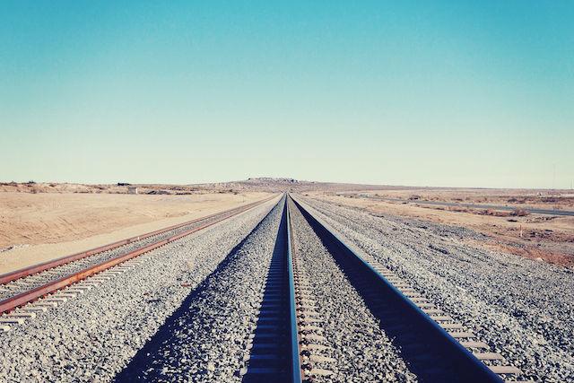 まっすぐ伸びた線路