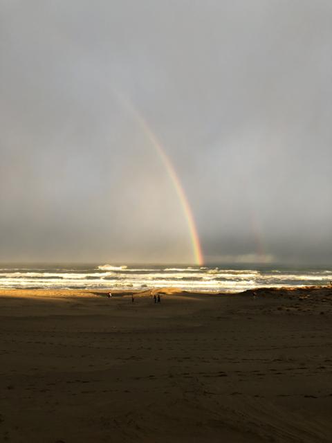 砂丘から見た虹