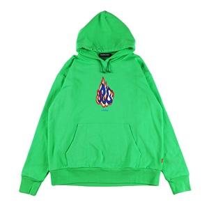 緑のパーカー