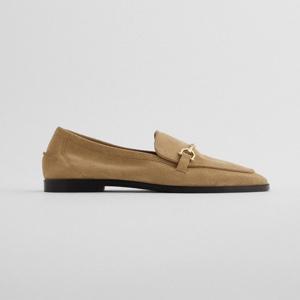ベージュの靴