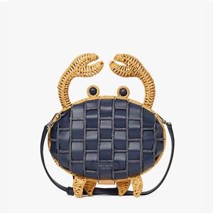 カニの形のバッグ