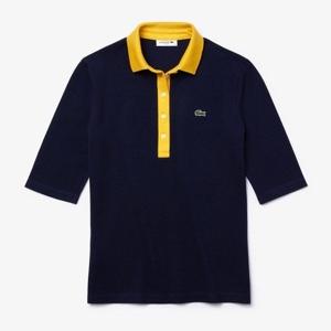 ネイビーのポロシャツ