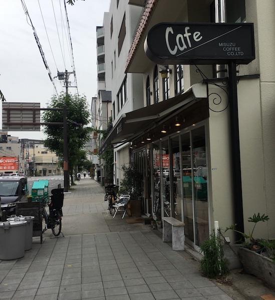 コーヒーマーケットの前の通り