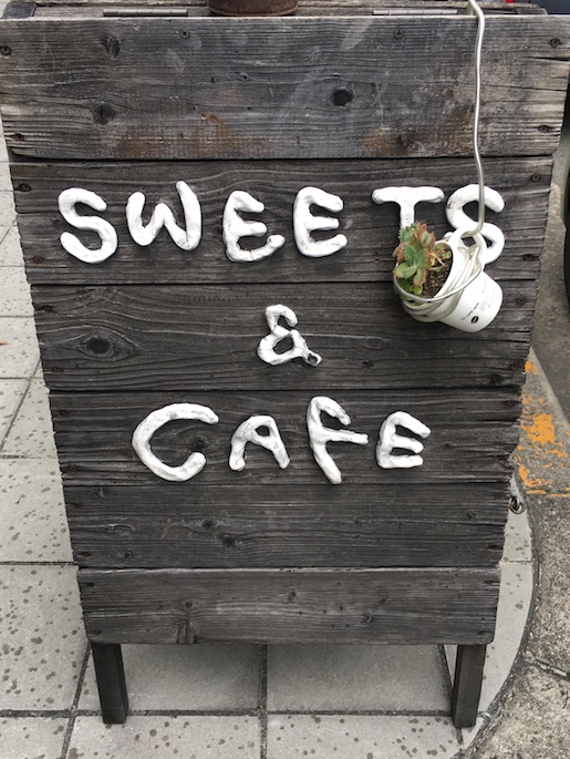 SWEETS & CAFE
