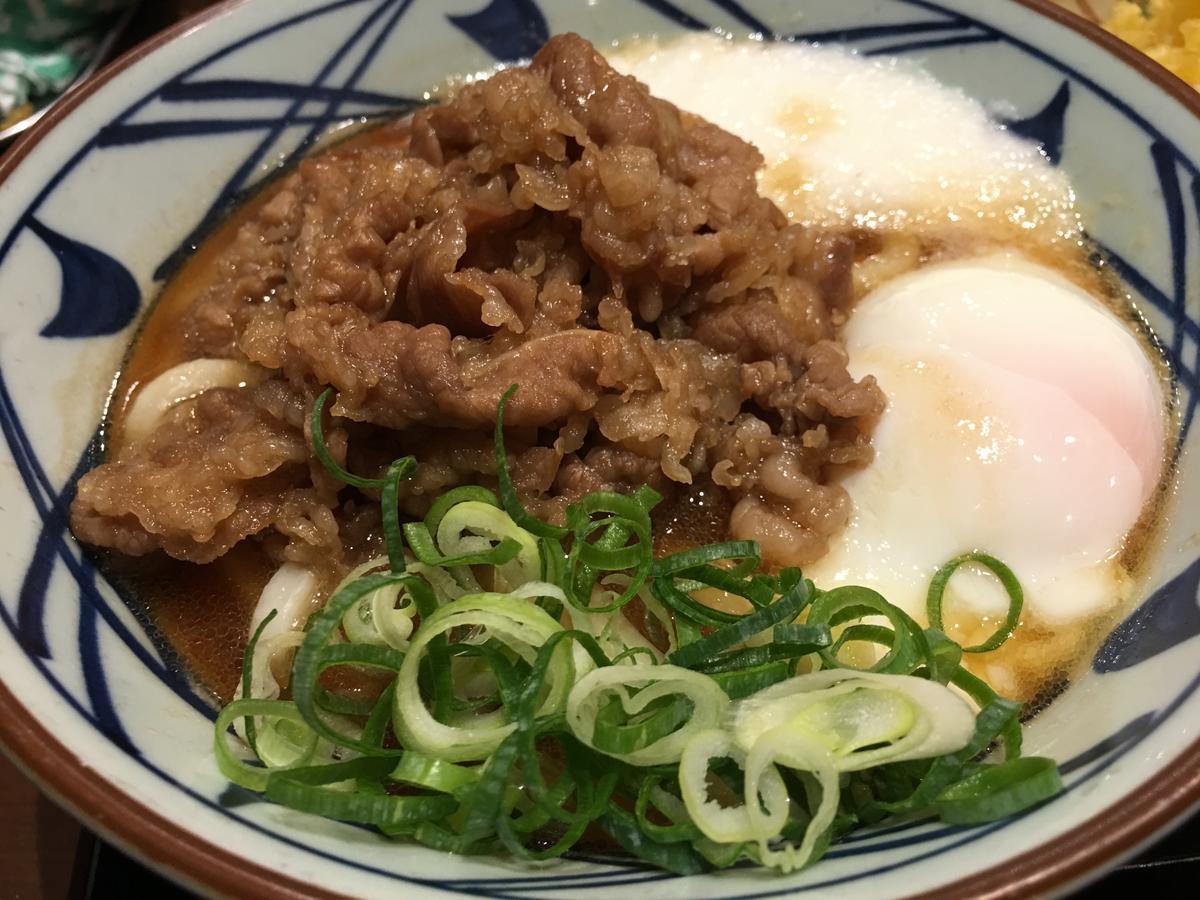 丸亀製麺の肉玉うどん、ネギ入り