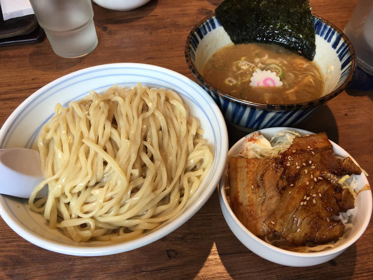 つけ麺とチャーシュー丼のセット