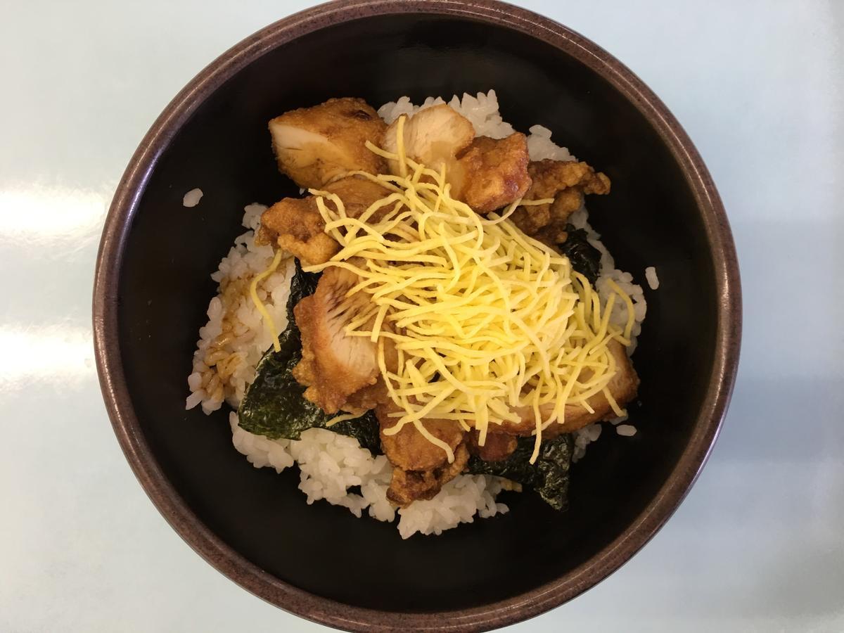 関西大学・高槻キャンパスの学食、からあげ丼 アップ