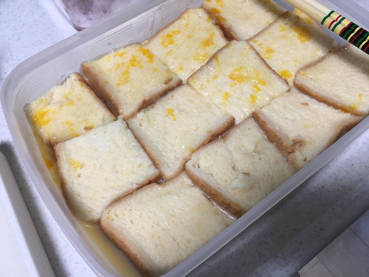 フレンチトーストのトースト記事をミルクに投入5