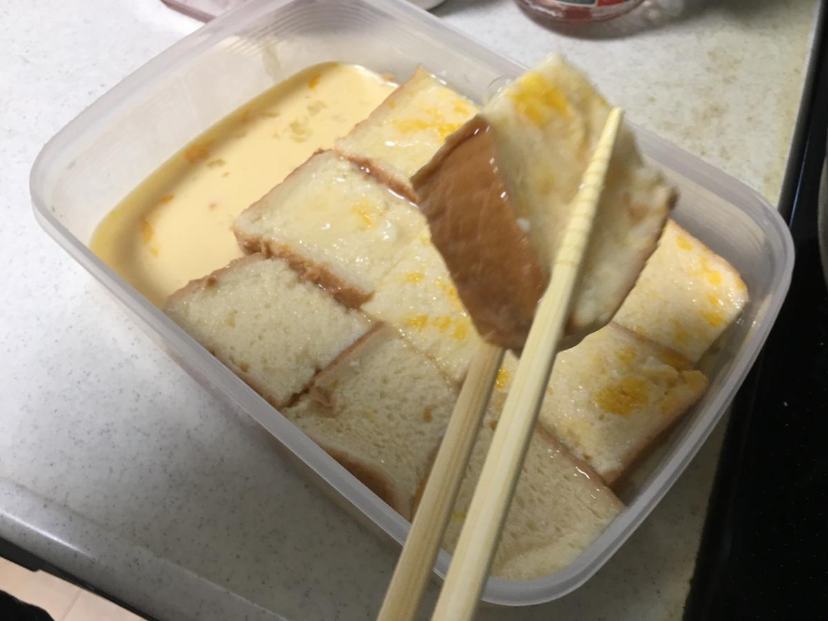 フレンチトーストのトースト記事をミルクに投入6