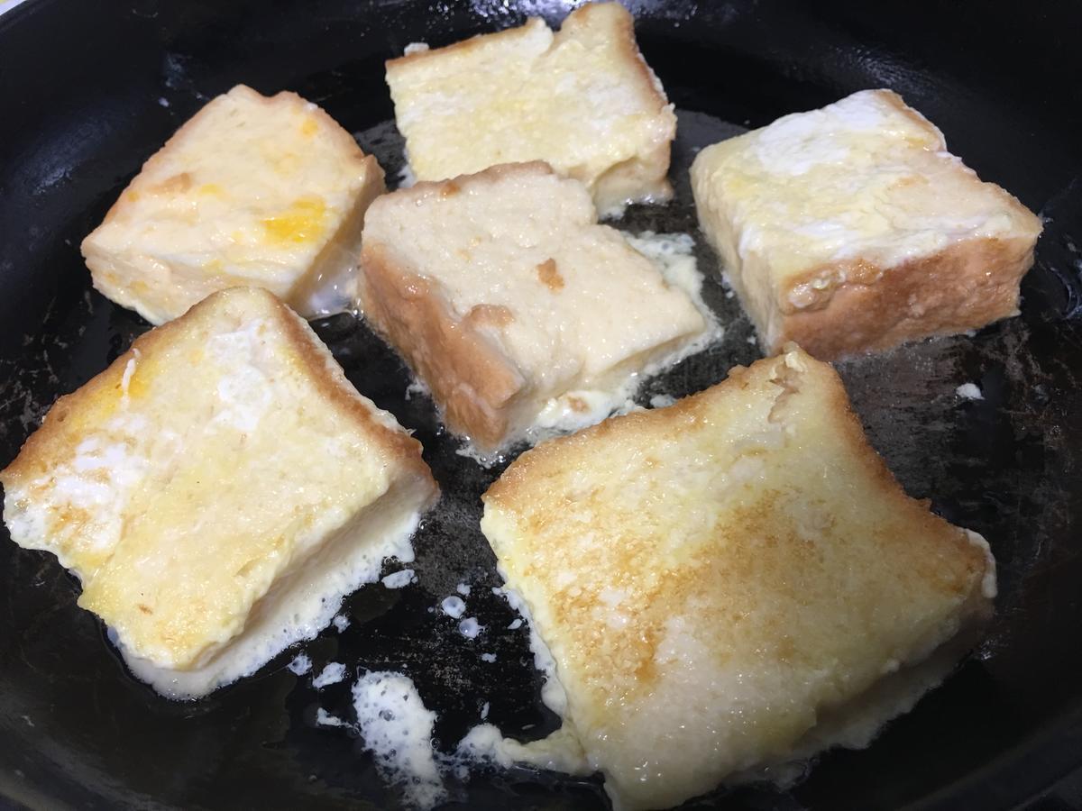 フレンチトーストをフライパンで焼く