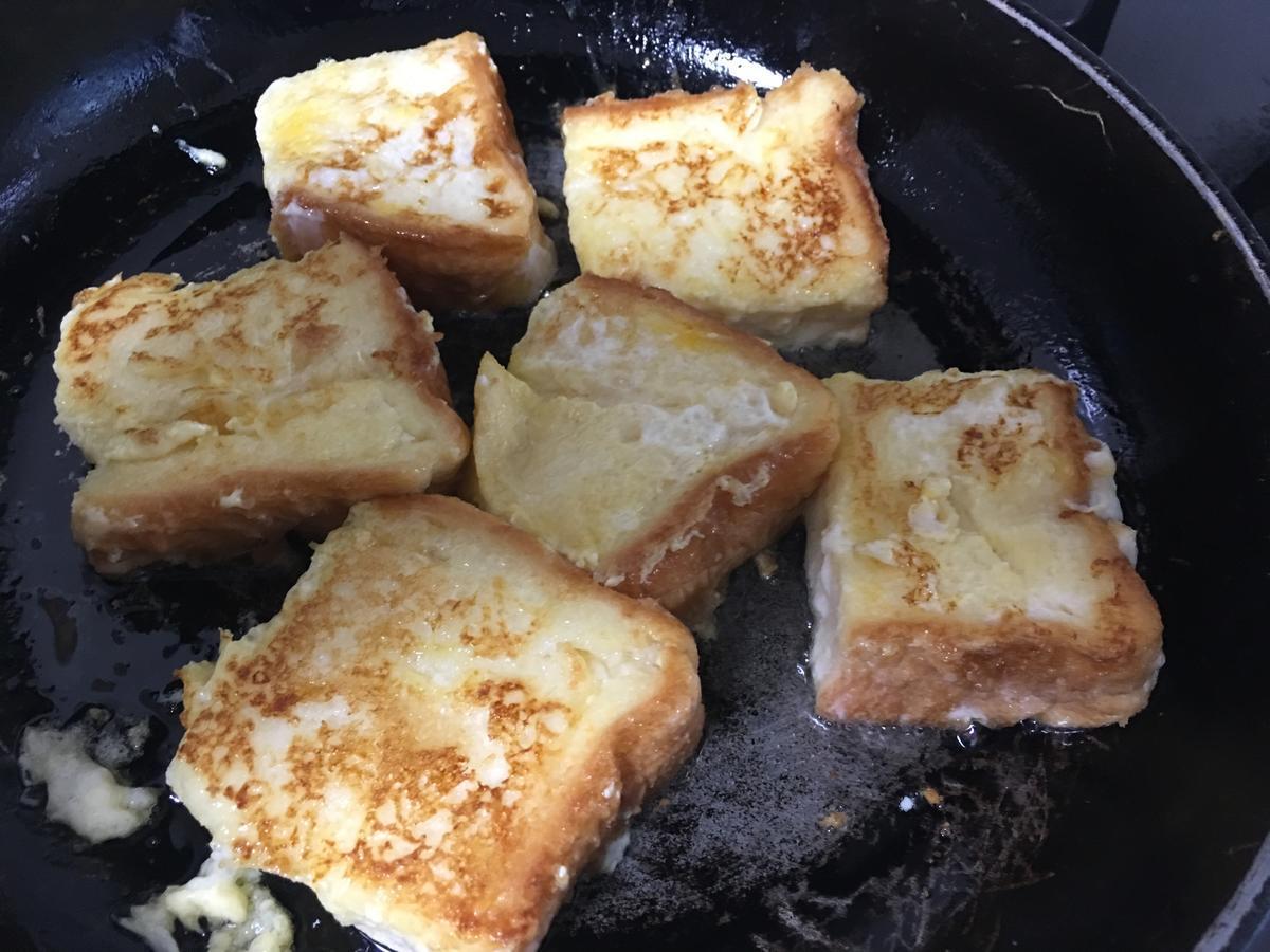 フレンチトーストをフライパンで焼く4