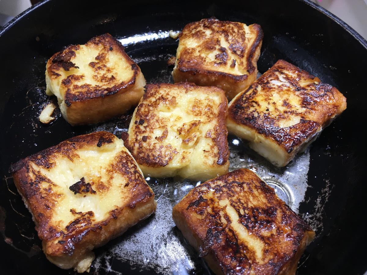 ブラックフレンチトーストをフライパンで焼く