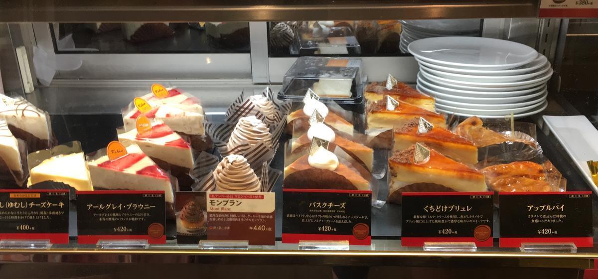 上島珈琲店のケーキショーケース