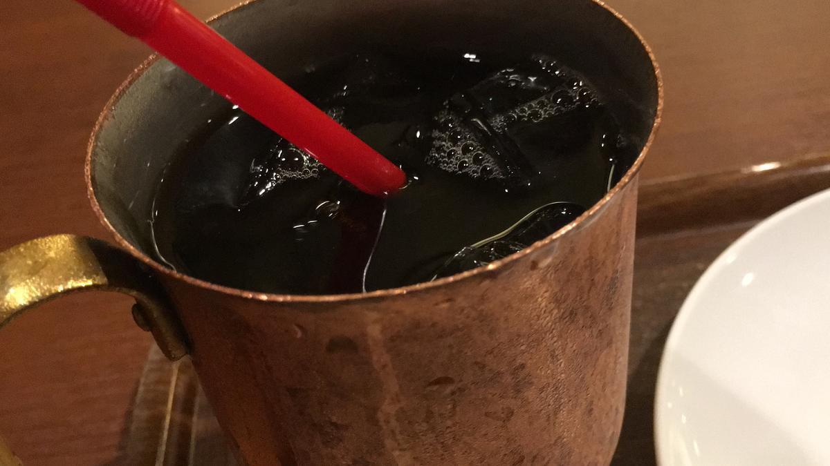 上島珈琲店のアイスコーヒーを飲む2
