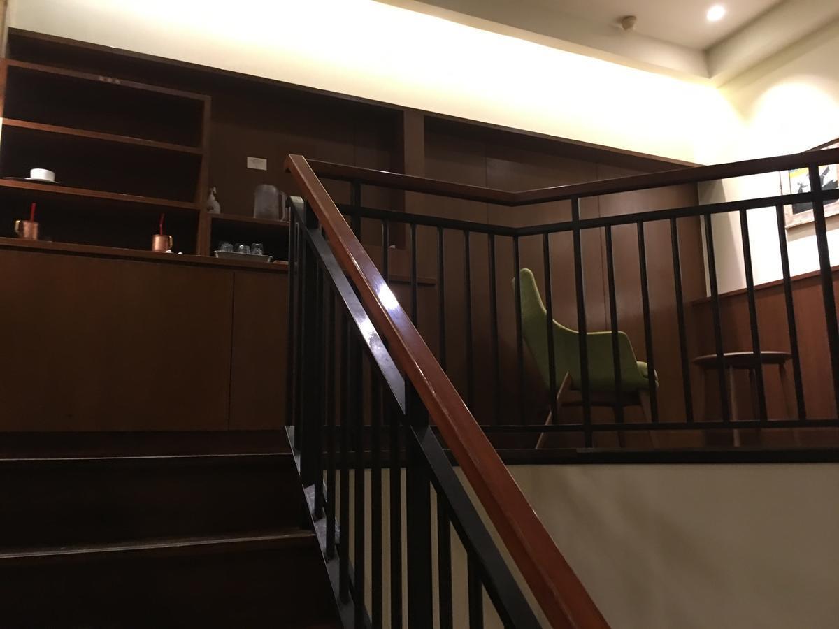 上島珈琲店の店内、階段