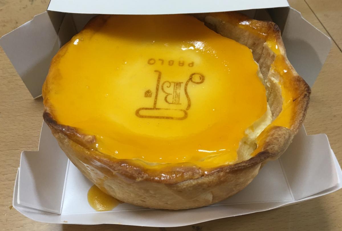 箱を開けると中からPABLOチーズタルト