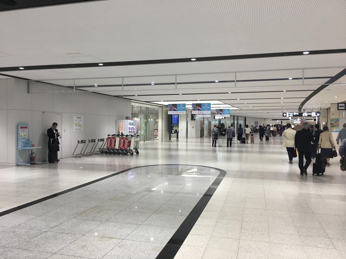 札幌・新千歳空港の廊下3