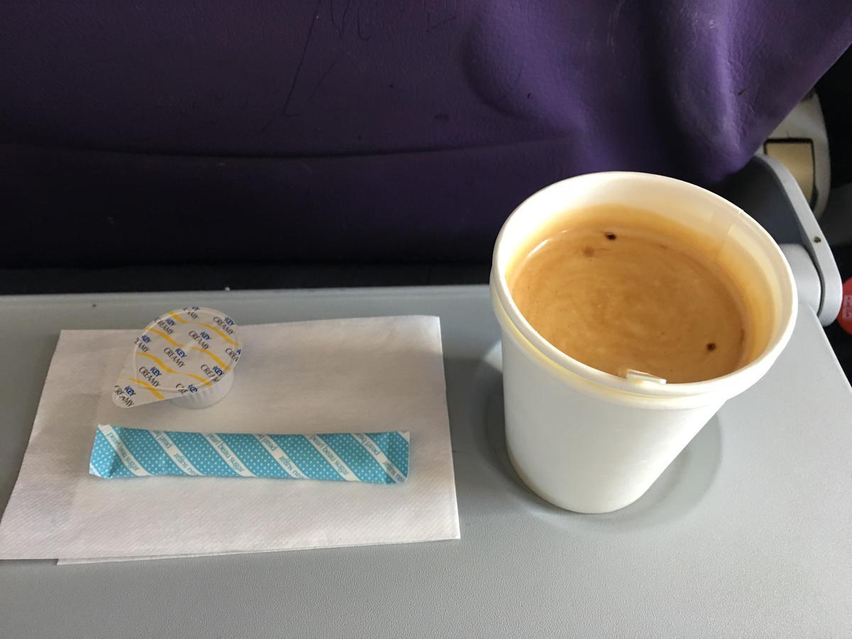 LCC航空会社peachの飛行中に機内のコーヒーを注文2