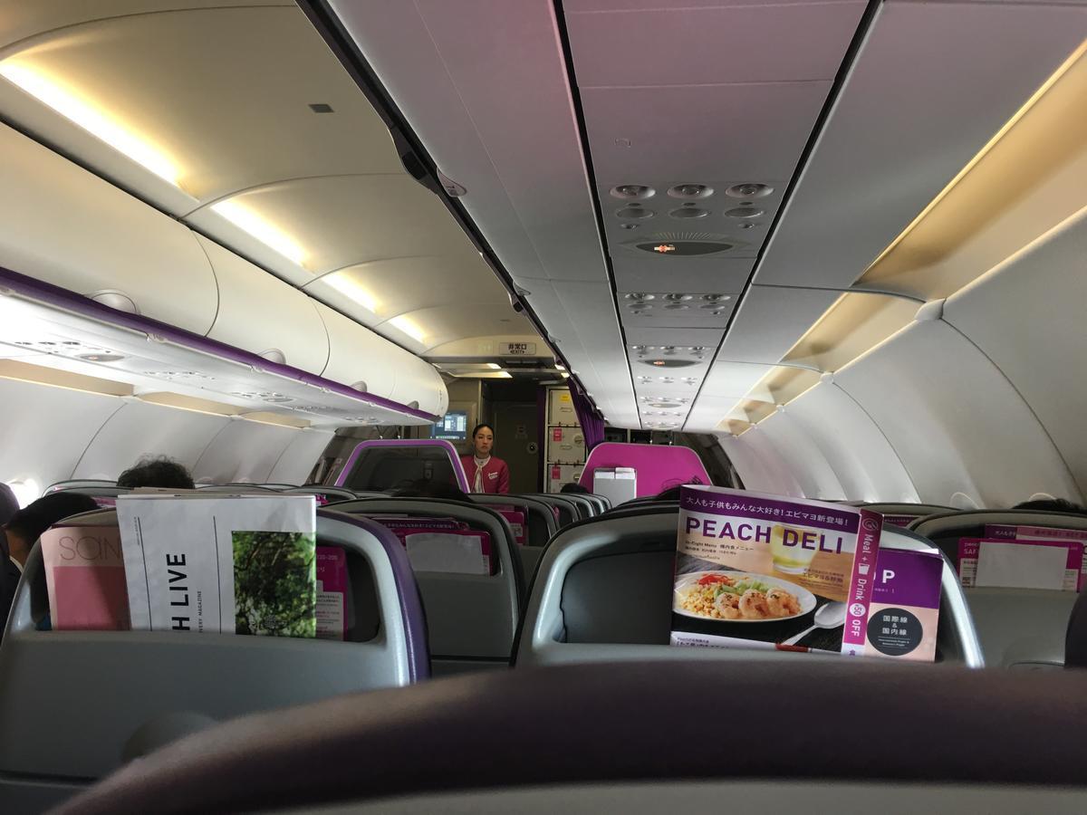 LCC航空会社peachの機内の様子