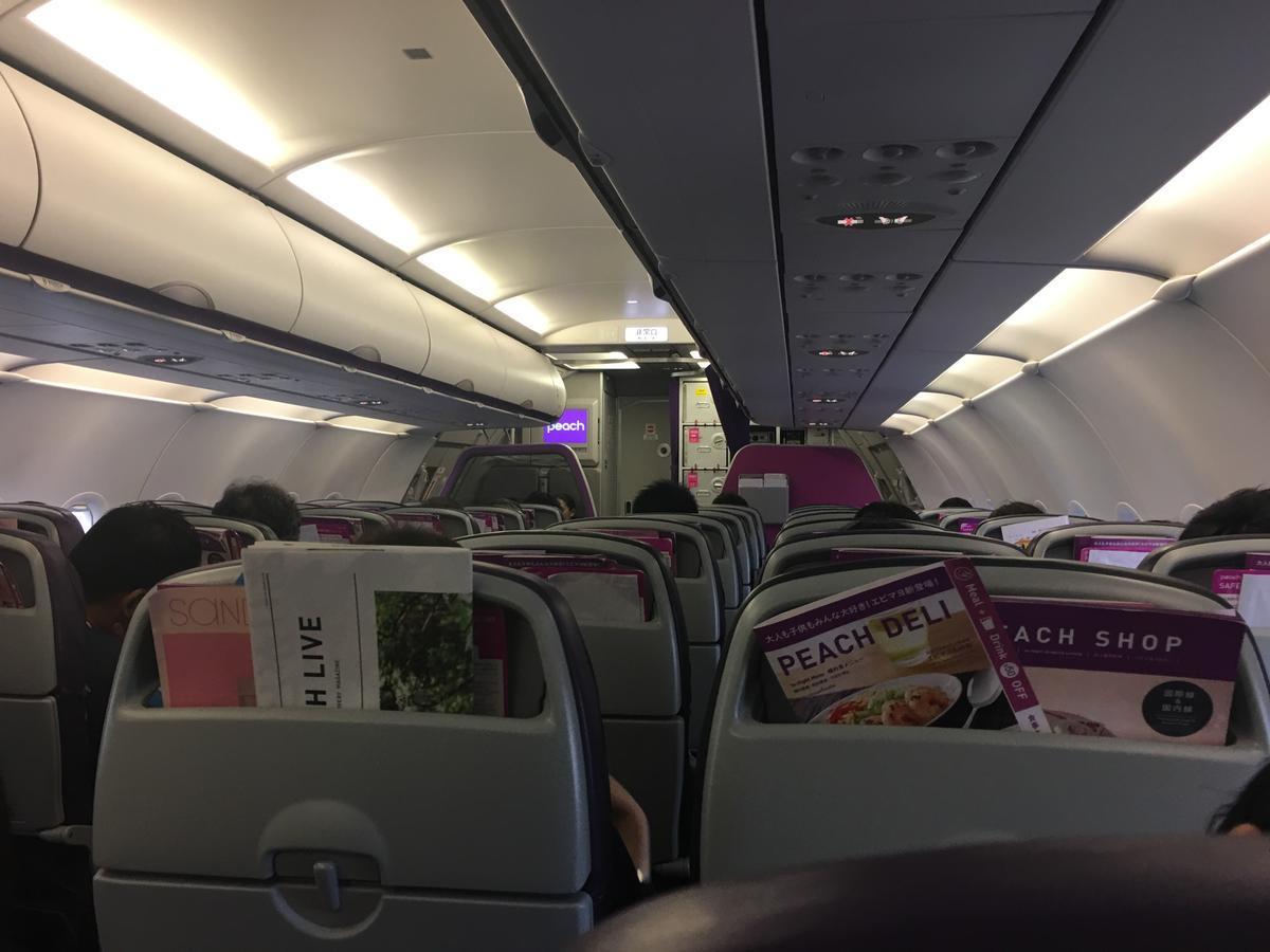 LCC航空会社peachの機内の様子2