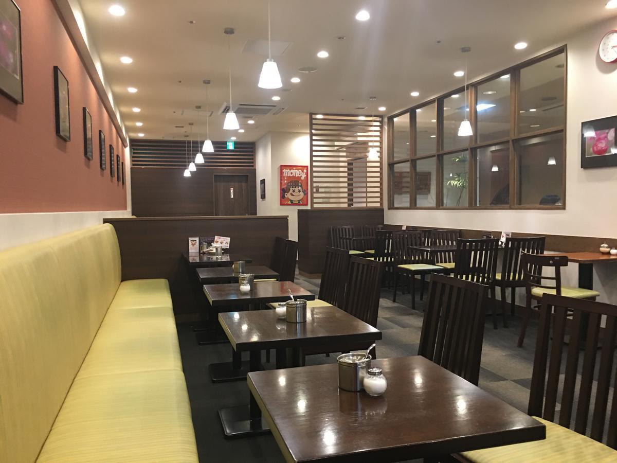 本町の喫茶店・亜羅毘加(アラビカ)の店内は客なし
