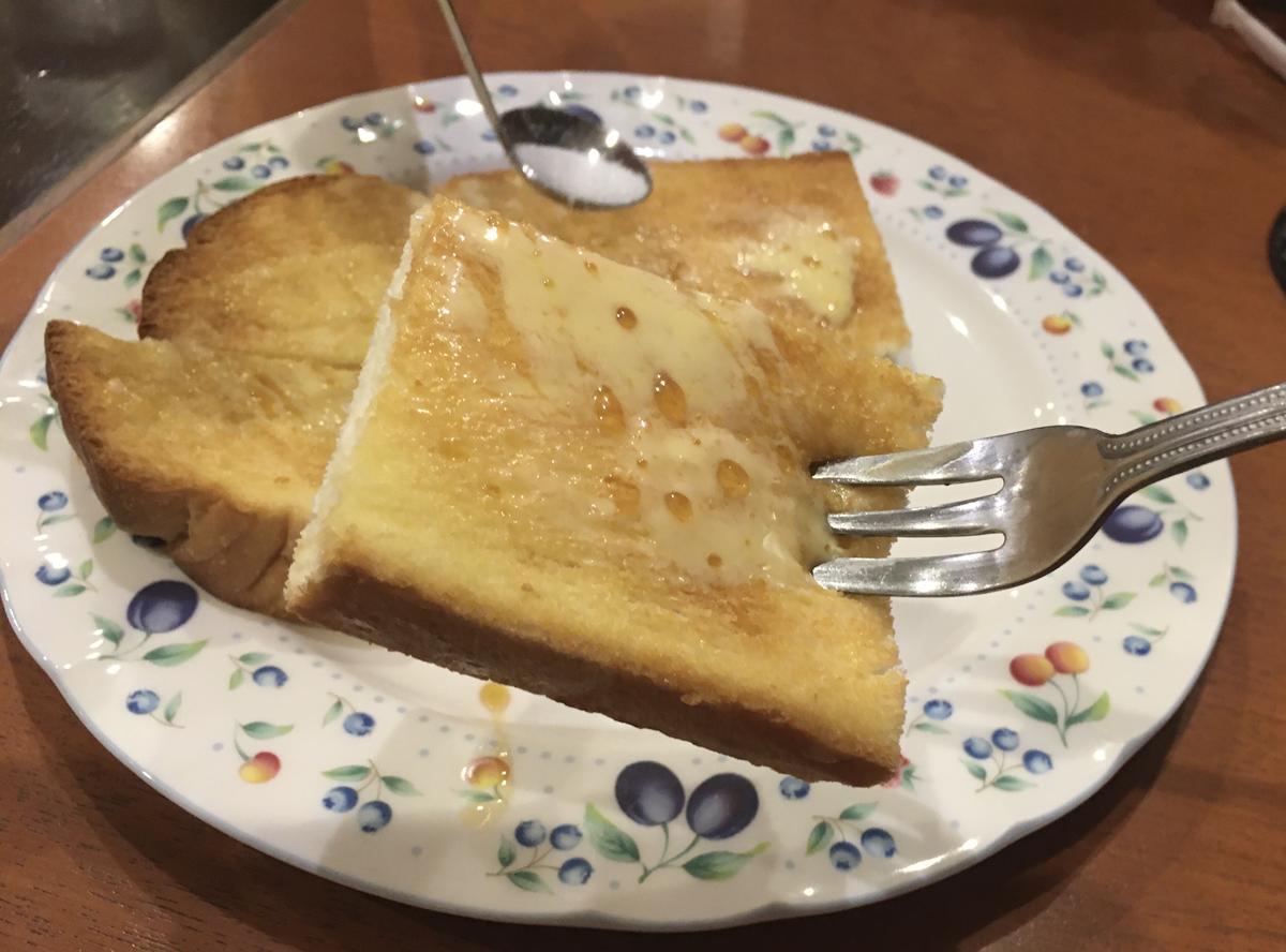 本町の喫茶店・亜羅毘加(アラビカ)のメープルトーストを食べる