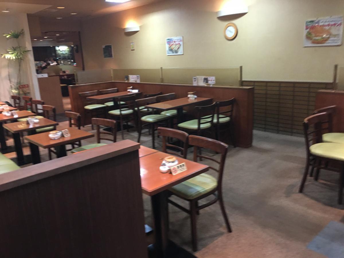 本町の喫茶店・亜羅毘加(アラビカ)のメープルトーストの店内風景