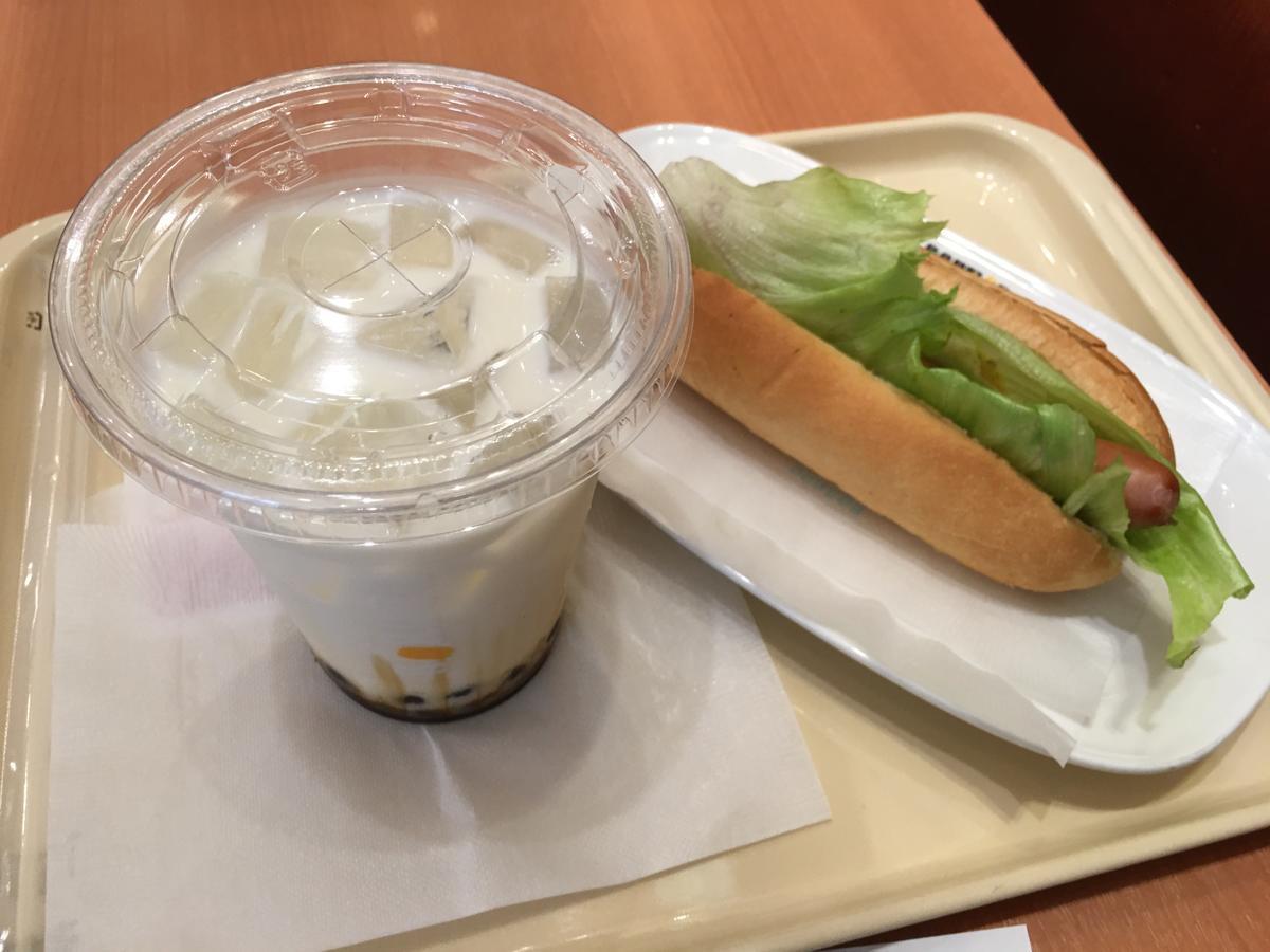 ドトールコーヒーの黒糖タピオカとレタスドッグ