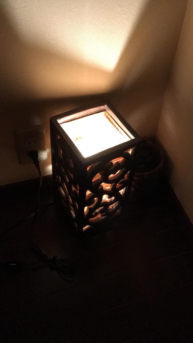 タイ式マッサージ「アユタヤ・梅田本店」の室内の電気