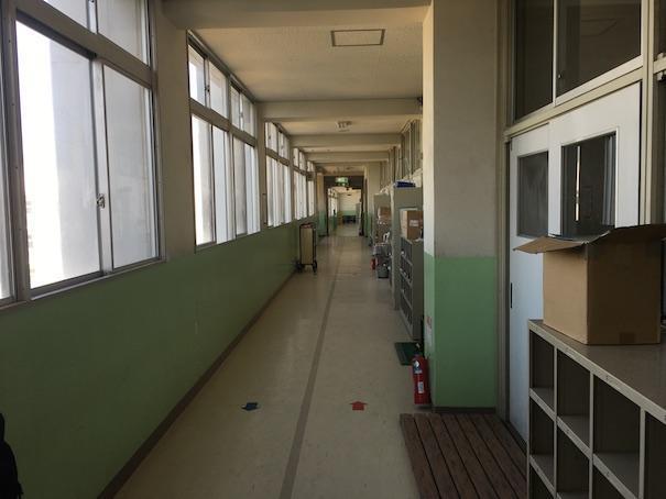 小学校の廊下2
