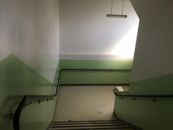 小学校の校舎の階段